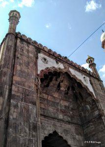 Taj-ul-Masjid Mosque decorated arch